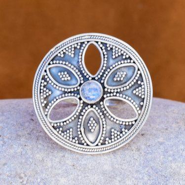 Anel de prata e Pedra da Lua