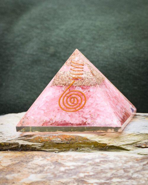 Pirâmide Orgonite de Quartzo Rosa